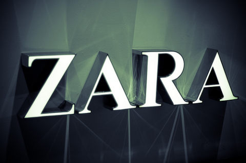 7 Reasons Standing Outside Female Changing Rooms In Zara Is Awkward (For Men)